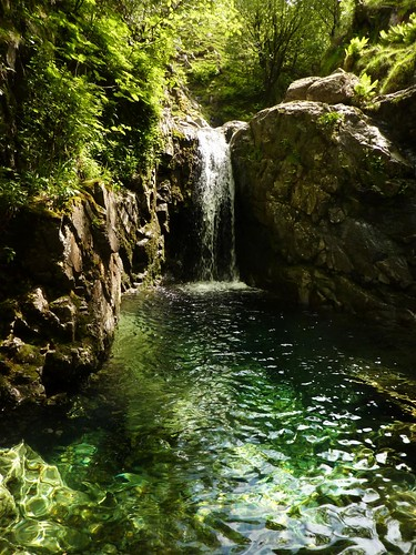Stonethwaite camping and gorge scrambling in borrowdale - Lake district campsites with swimming pool ...