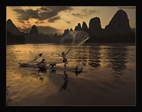 world life china travel light sunset people fish heritage net nature river li nikon exposure view earth rags quality culture fishnet scene ng publication nationalgeographic subtle guangxi xingping d700