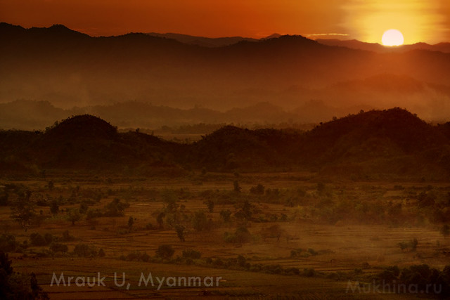 Sunrise in Mrauk-u