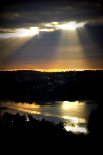 2010 nacka sweden finntorp järlasjön schweden stockholm sun lake water sunrise devine nikon d100 nikond100 kicki kh67 svenskaamatörfotografer sverige suede viewfromhome sky clouds cloud
