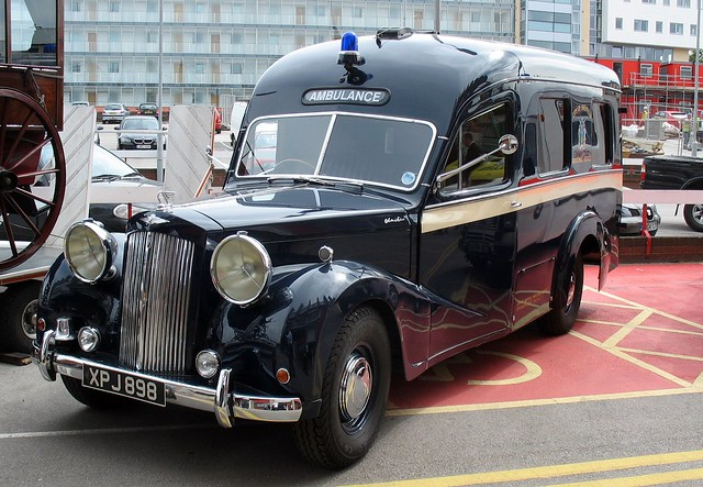 Old Sheffield ambulance!! (Austin A125 Sheerline)