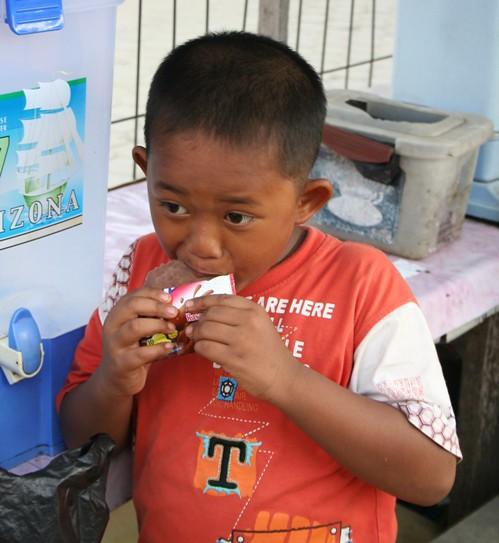 Anak-anak dengan milkuat milk kuat