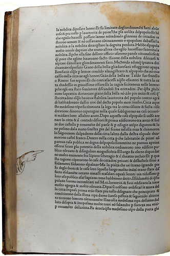 Page of text with pointing hand added in manuscript in the margin from 'Historiae Florentini populi'. Sp Coll Hunterian Bh.1.2 (item 1).