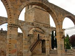 abbey(0.0), amphitheatre(0.0), monastery(0.0), aqueduct(0.0), arch bridge(0.0), bridge(0.0), arch(1.0), ancient history(1.0), historic site(1.0), landmark(1.0), architecture(1.0), history(1.0), ruins(1.0), caravanserai(1.0), arcade(1.0),