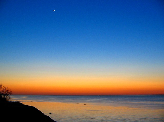 AfTeRgLoW wiTh MooN