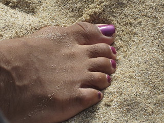 Juicy Ebony toes in the sand!!