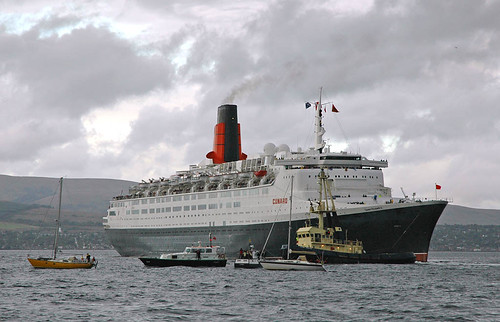 QE2 Leaving Greenock