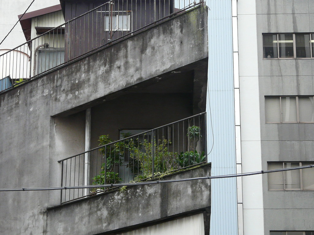 Tokyo diy gardening archive four ways to use a balcony for Uses of balcony