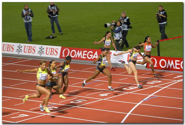 Frauen 100 m Lauf Ziellinie