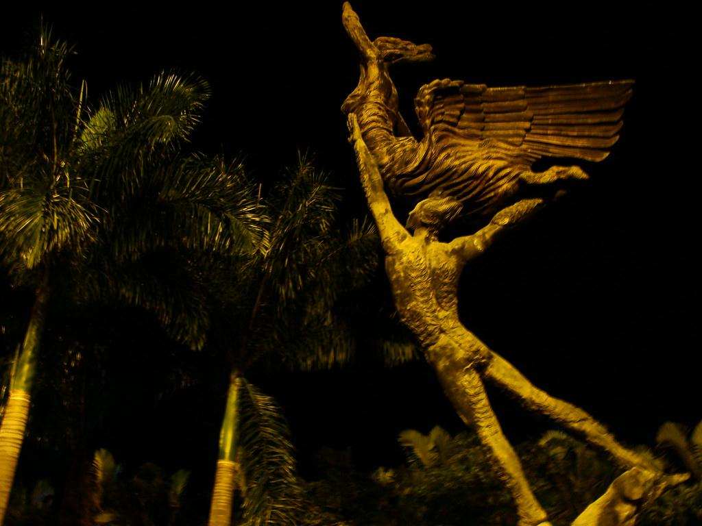 El monumento al esfuerzo en la Plaza Bolívar de Armenia - Imágenes fotográficas de Armenia