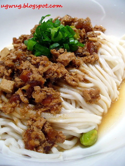 Cha JIANG LAI Mian (Noodles with minced pork mixed in broad bean sauce ...