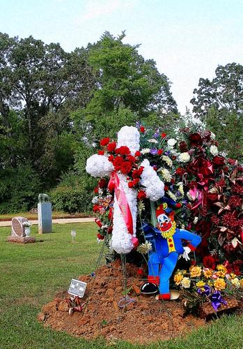 clown grave