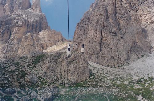 La cabinovia della Forcella Sassolungo, nel comune di Selva di Val Gardena (Bz)