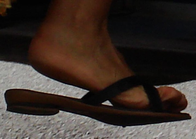 Nice sole pic of a mature woman while she was climbing the stair of a bus.
