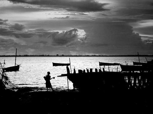 africa sunset pordosol bw mother son worldheritagesite filho pretoebranco mãe mozambique swahili moçambique silhueta fishingport ilhademoçambique portodepesca andrépipa ilhadepróspero patrimóniohumanidade photobyandrépipa