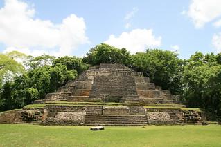 Obrázek Lamanai u Shipyard. temple maya belize lamanai jaguartemple mayancity gjallarhorntours templeofjaguarmasks