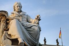 Wilhelm-von-Humboldt-Skulptur an der Humboldt-Uni