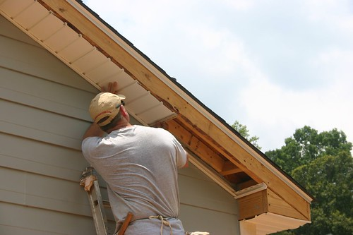 Siding soffit installed in what order doityourself for Order of building a house