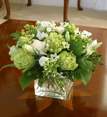 Wedding flowers wedding centerpieces green white flowers wedding centerpieces green white flowers junglespirit