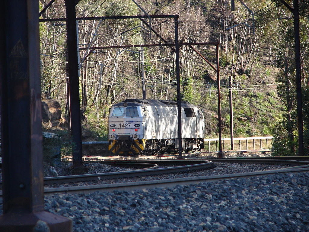 Mz on it's run down the hill into lithgow by mattb26j