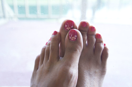 43.52 Toenails painted pink give me happys