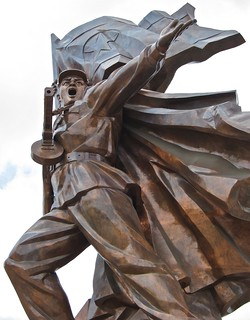 Image of  Monument to the Victorious Fatherland Liberation War  near  Pyongyang. sculpture monument bronze northkorea koreanwar pyongyang dprk victoriousfatherlandliberationwar