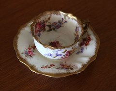 coffee cup(0.0), dishware(1.0), serveware(1.0), cup(1.0), tableware(1.0), saucer(1.0), porcelain(1.0),