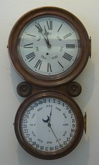 hand(0.0), decor(0.0), barometer(1.0), gauge(1.0), measuring instrument(1.0), clock(1.0),