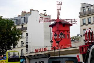 Moulin Rouge dans la pluie
