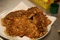 meal, breakfast, fried food, vegetarian food, fritter, pakora, food, dish, cuisine, snack food, potato pancake, fast food,