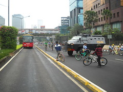 Riot van violating Car Free Day-volunteer and people making it turn back