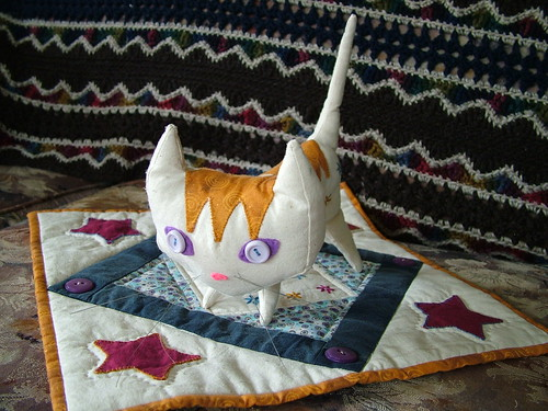 Pointy Kitty with her quilt