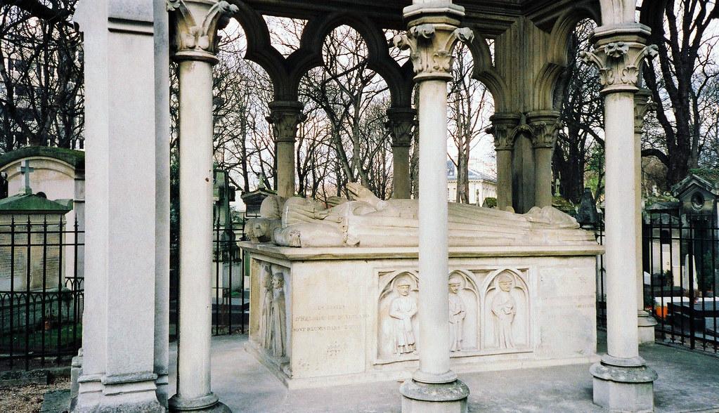 Tomb of Abélard et Héloïse, Père Lachaise Cemetery, Paris, France.