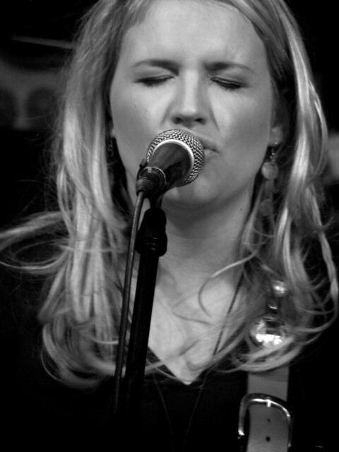 Karen zoid pictures news information from the web for Small room karen zoid chords