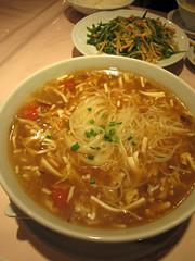 bãºn bã² huế(0.0), mi rebus(0.0), kalguksu(0.0), noodle(1.0), lamian(1.0), noodle soup(1.0), kimchi jjigae(1.0), food(1.0), dish(1.0), chinese noodles(1.0), laksa(1.0), soup(1.0), cuisine(1.0), chow mein(1.0),