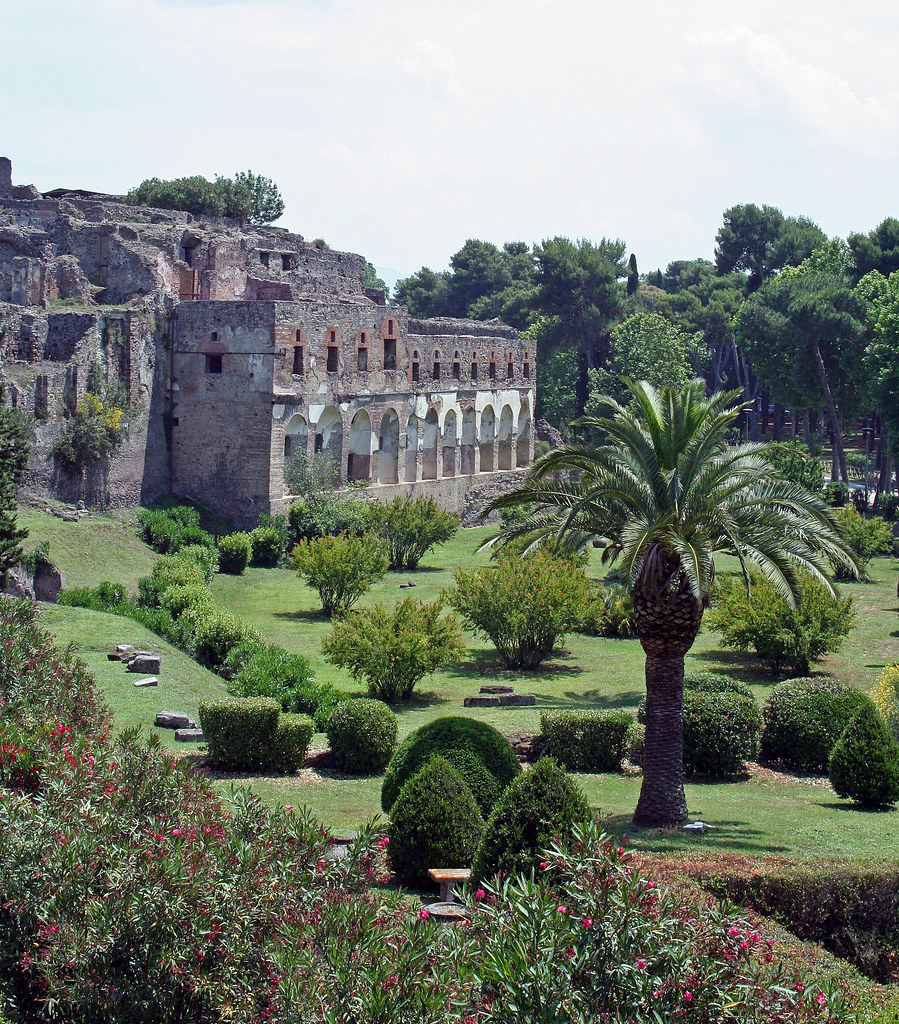 Hotels Near Pompei