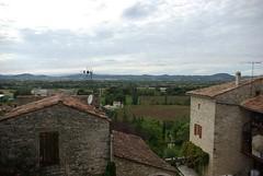Une vue des hauteurs du village de Barjac