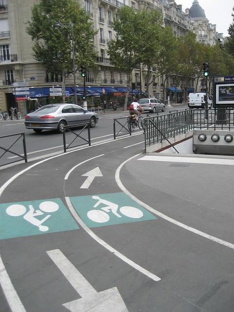 paris bike markings.JPG | Flickr - Photo Sharing!