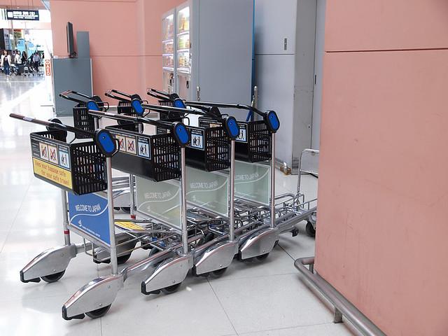关西机场行李推车