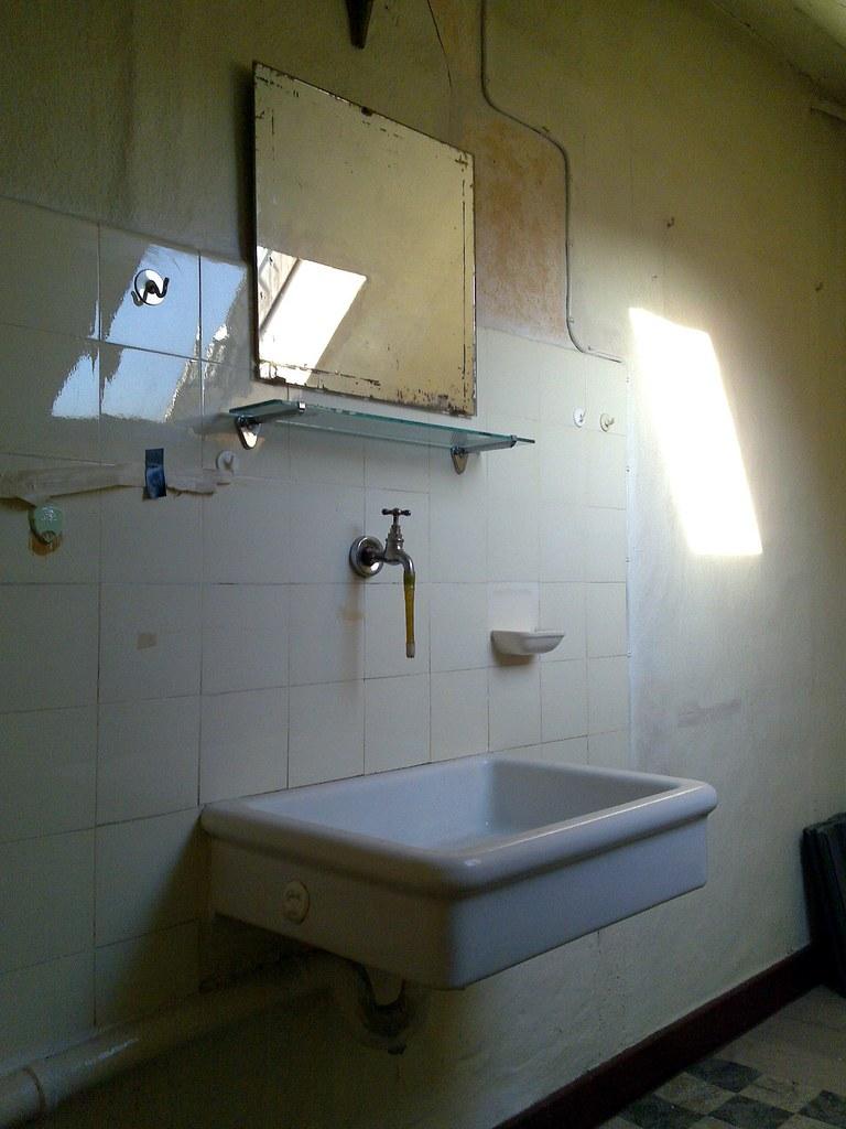 1940s style flat bathroom sink 18-04-2010 - a photo on ...
