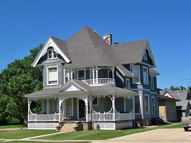 Queen Anne Style House New Hampton Iowa Flickr Photo