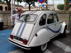 volkswagen beetle(0.0), automobile(1.0), vehicle(1.0), automotive design(1.0), citroã«n acadiane(1.0), mid-size car(1.0), city car(1.0), citroã«n dyane(1.0), antique car(1.0), sedan(1.0), vintage car(1.0), land vehicle(1.0), motor vehicle(1.0), classic(1.0),