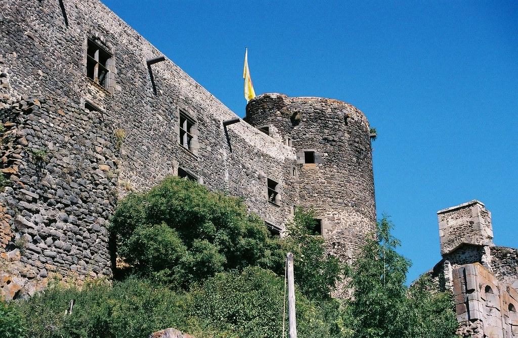 Muralla castillo de Murol
