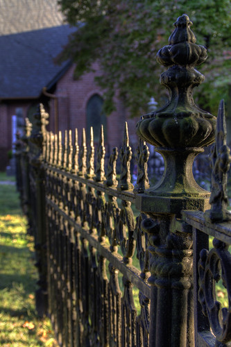 church fence nc iron bokeh northcarolina depthoffield warmlight churck hff davidhopkinsphotography happyfencefriday saintlukesepiscopalchurch