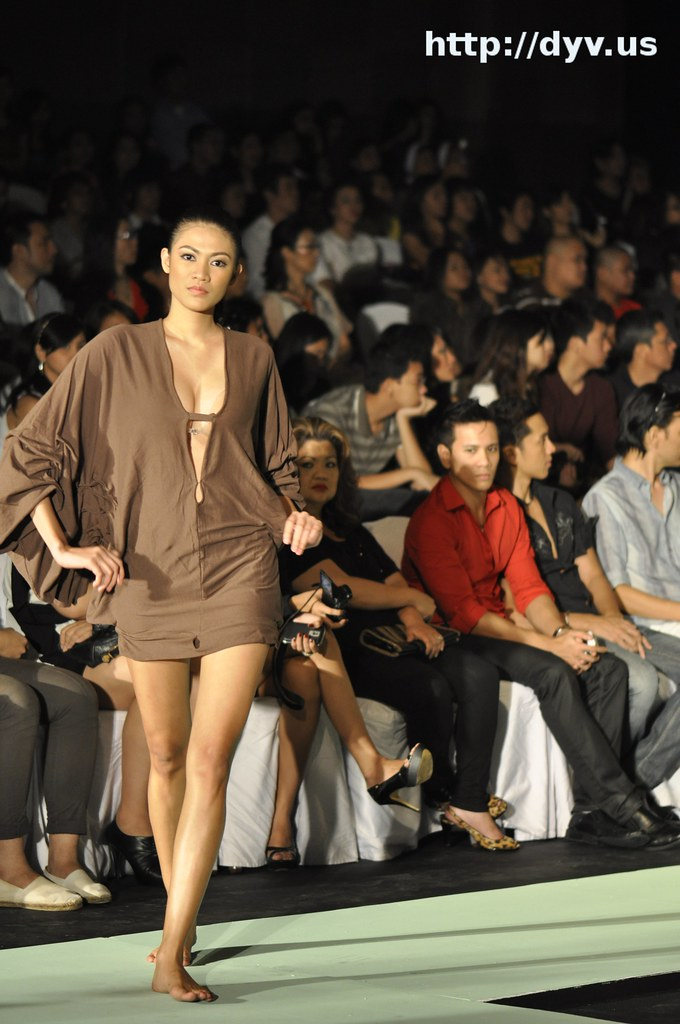 Fashion Week Philippines Spring Summer 2011 - Whisper Show