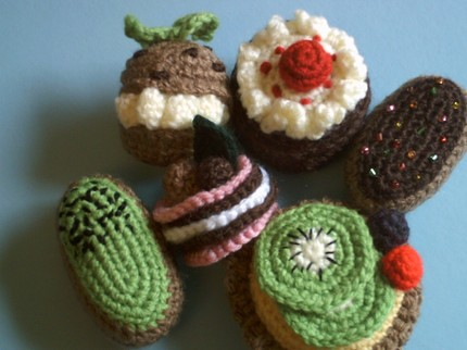 Amigurumi Harry Potter Free Pattern : Amigurumi Petits Fours collection crochet food pattern ...