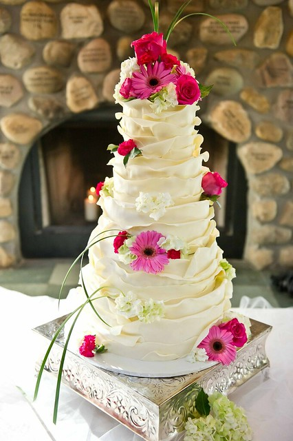 Georgette\'s blog: Wedding cupcakes and a top cake all dressed up ...