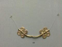 locket(0.0), chain(0.0), silver(0.0), earrings(0.0), pendant(0.0), bead(0.0), body jewelry(1.0), metal(1.0), jewellery(1.0), necklace(1.0),