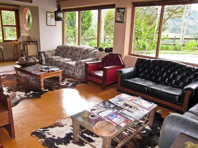 The comfortable common area at La Serrana