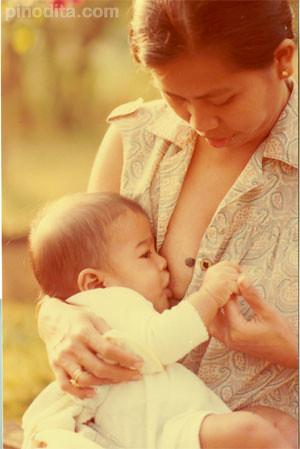 Inspiring Breastfeeding Photo